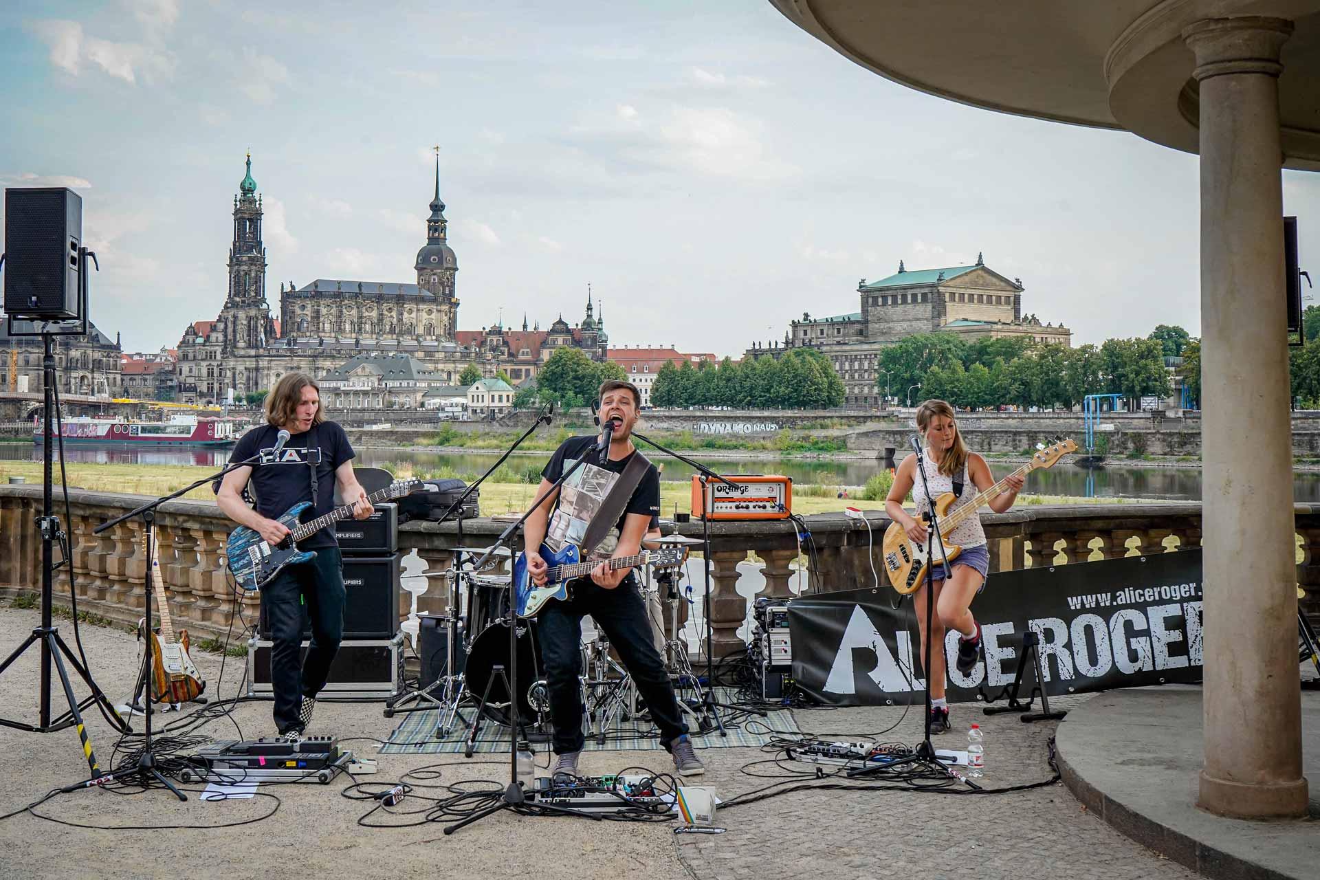 Die Dresdner Band Alice Roger rockt vor Alstadt und Elbwiesen.